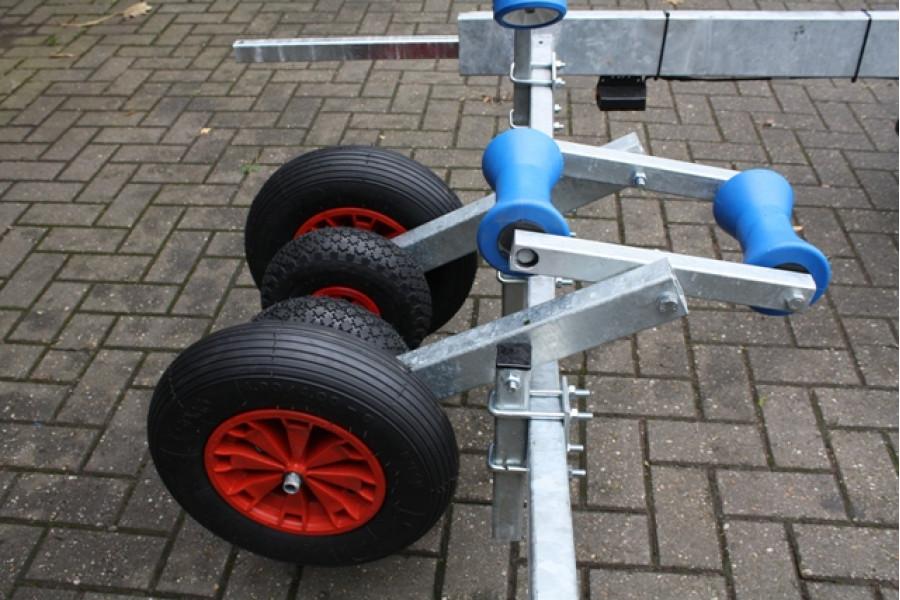 Luxe centreer wielen voor op uw boottrailer for Luxe eetkamerstoel met wielen
